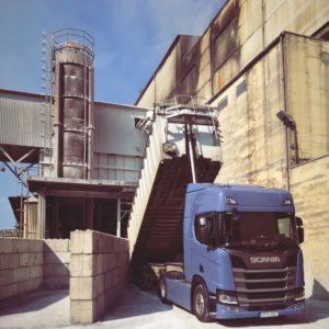 Nemzetközi kamionsofőrt keresünk ömlesztett áruszállításra billencs szerelvényre !